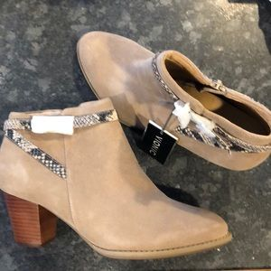 Vionic Booties Suede Ankle Boots 10